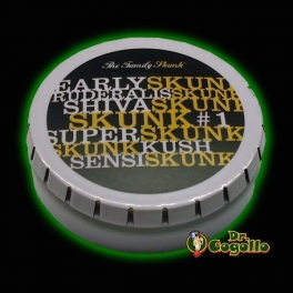 "CAJA GREENKLAKBOX ""THE FAMILY SKUNK""."